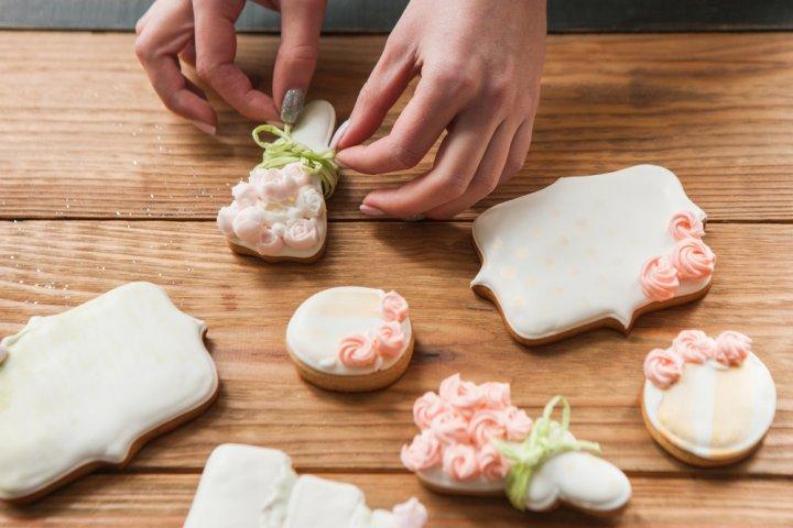 結婚祝いに人気のお菓子・スイーツ特集2020!バームクーヘンなどのおすすめプレゼントや贈る意味などを徹底紹介