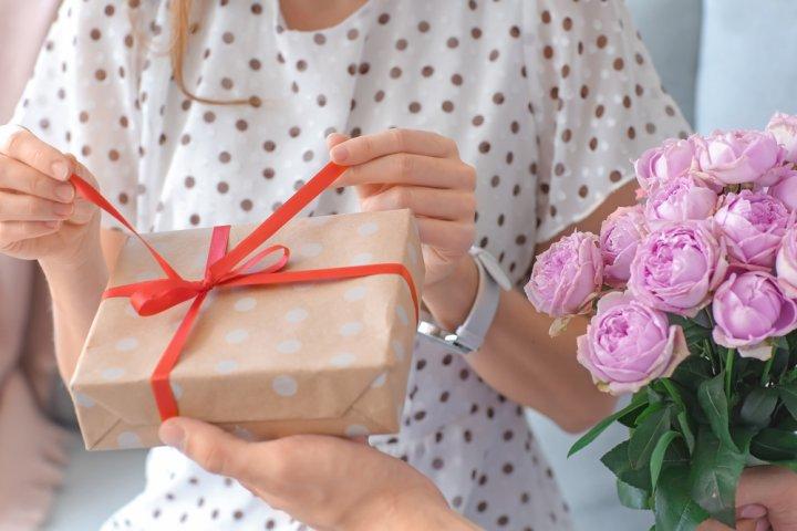 女子大生が喜ぶ誕生日プレゼント 人気&おすすめランキング50選【2021年版】