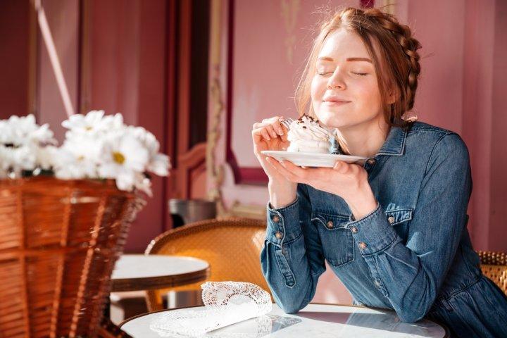彼女、妻、母に喜ばれるお菓子・スイーツ人気ランキングTOP10!チョコレートなどが女性の誕生日プレゼントにおすすめ!