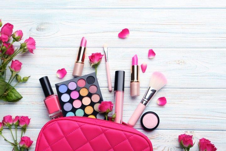 20代後半の女性に人気のブランド化粧品ランキング2021!ディオールやアルビオンなどのおすすめプレゼントを紹介
