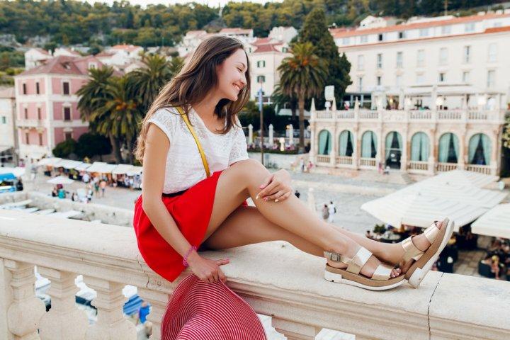 大人可愛いゴールドサンダル特集2020!歩きやすいフラットタイプが女性に人気!