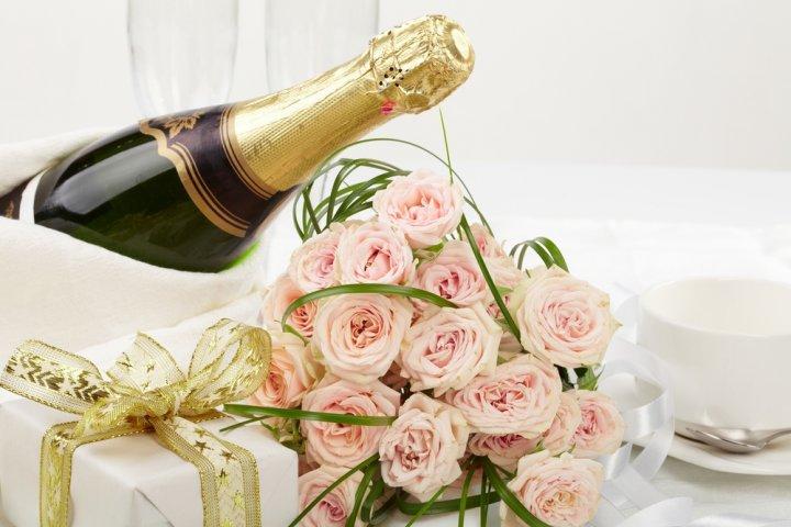 結婚祝いに人気のお酒ランキング2020!名入れワインや高級シャンパンなどがプレゼントにおすすめ!