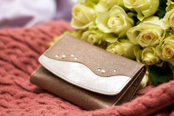 50代女性にふさわしいレディース二つ折り財布 人気&おすすめブランドランキング25選!