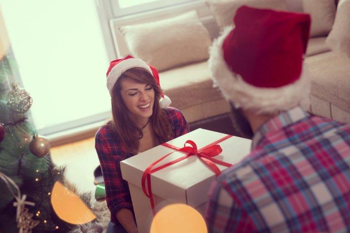 彼女・妻が喜ぶ5000円のクリスマスプレゼントランキング2019!ネックレスやブレスレットなどがおすすめ