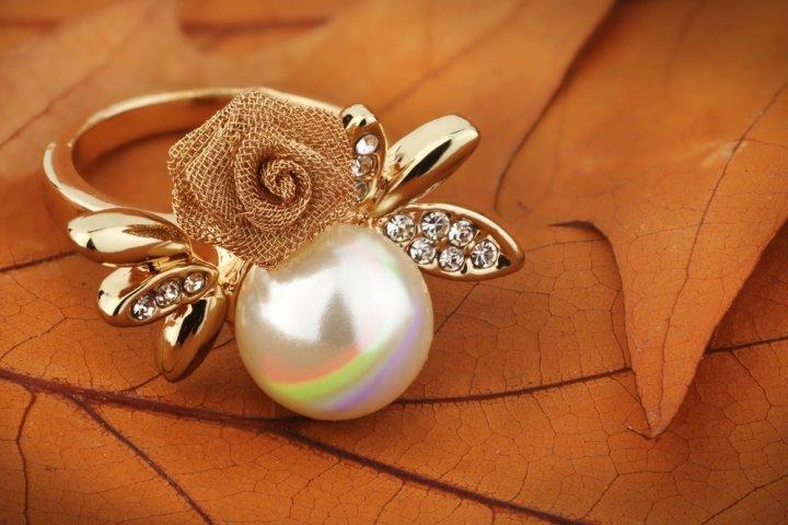 女性のプレゼントに人気のパールリング12選!冠婚葬祭にも使える指輪がおすすめ!