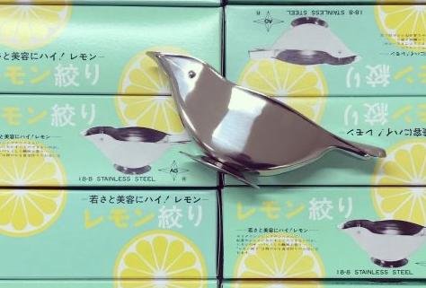 手を汚さずに効率よくレモンを絞れる「レモン絞り ウグイス型」の開発秘話に迫る|株式会社 赤川器物製作所