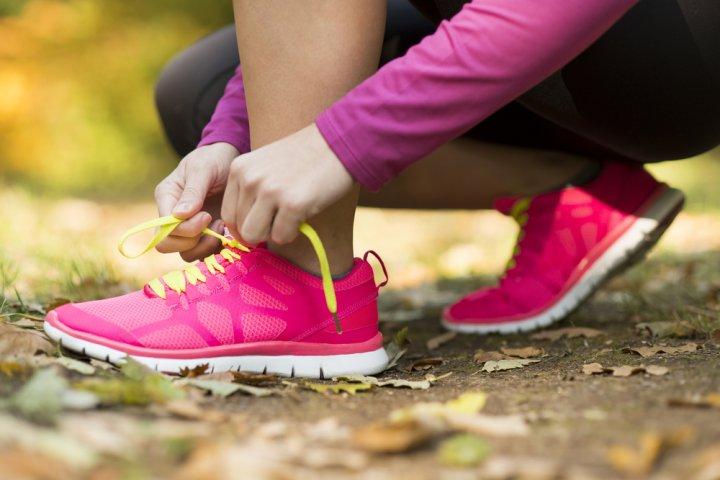 運動好きの彼女にスポーツシューズをプレゼント!ナイキやアディダスなど人気商品を多数ご紹介!