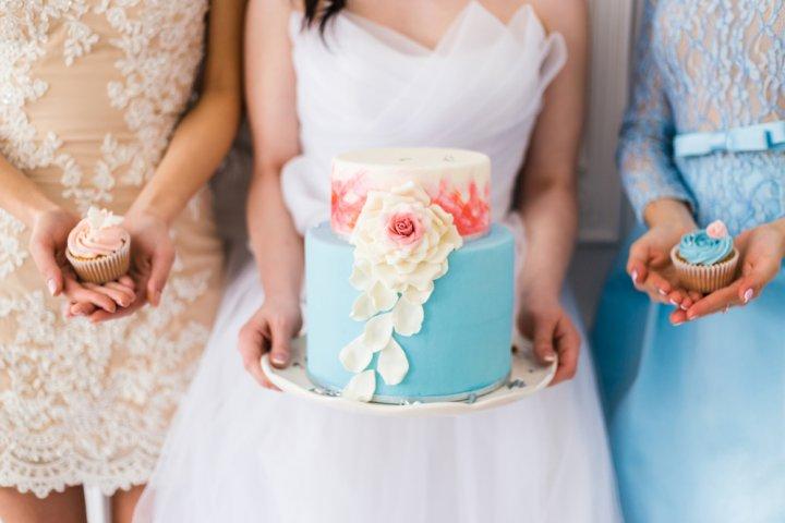 女友達の結婚祝いには可愛いスイーツが大人気!華やかなケーキや高級チョコレートをプレゼント!