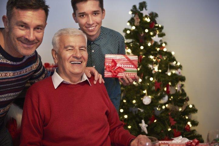 父親に人気のクリスマスプレゼント10選!予算や喜ばれるメッセージ文例も紹介!