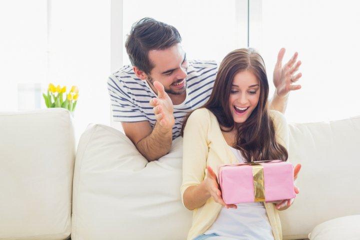 予算3000円で選ぶ彼女や妻の誕生日プレゼント人気ランキング2021!マグボトルやポーチなどをご紹介!