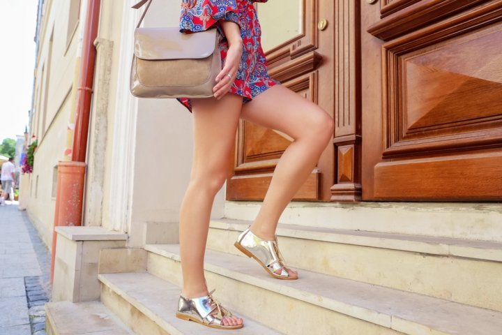 女性らしいエナメルのショルダーバッグ12選!人気の2wayなら旅行や通勤にも使えると大好評!