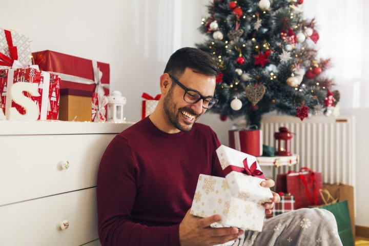 社会人の彼氏に喜ばれるクリスマスプレゼントガイド2018!20代、30代、40代向けに徹底解説!