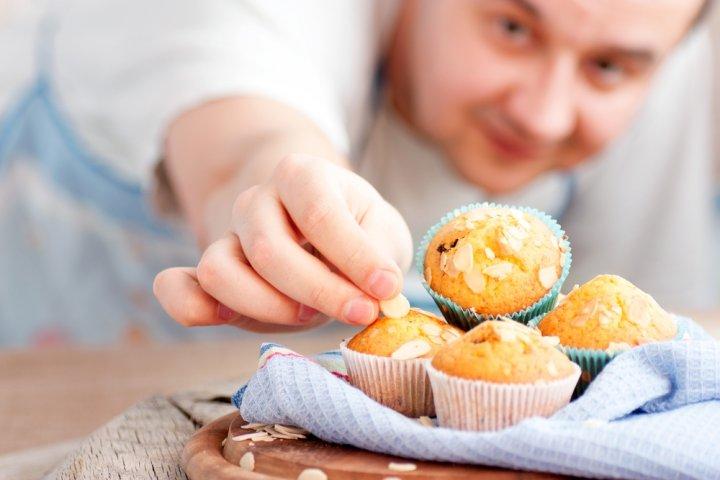 男性の誕生日に喜ばれるお菓子のプレゼント 人気ランキング2021!チョコレートやケーキなどのおすすめを紹介