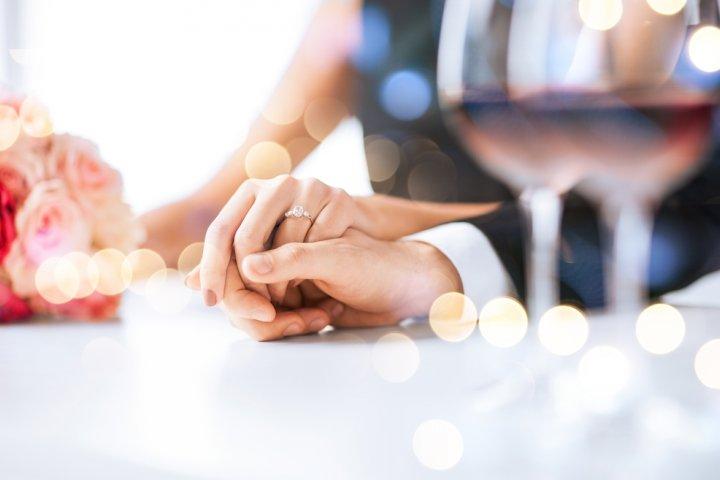 妻に喜ばれる1年目・5年目・10年目の結婚記念日プレゼントガイド!人気ランキングや予算相場、メッセージ文例も徹底紹介!