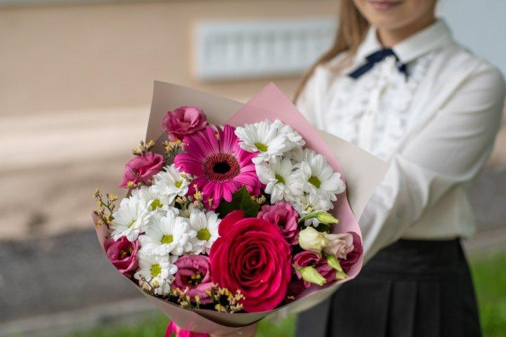 卒業のお祝いに最適な花ギフト 人気&おすすめ15選!花言葉も【2021年最新】