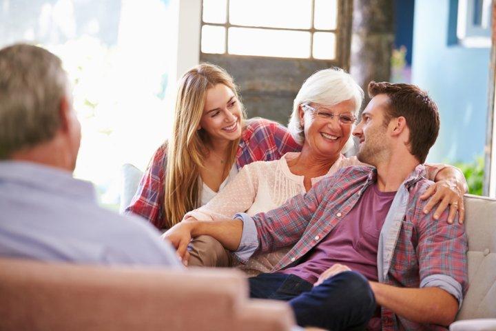 両親、父、母に初任給で贈る人気&おすすめのプレゼントランキング27選!相場やメッセージも必見!