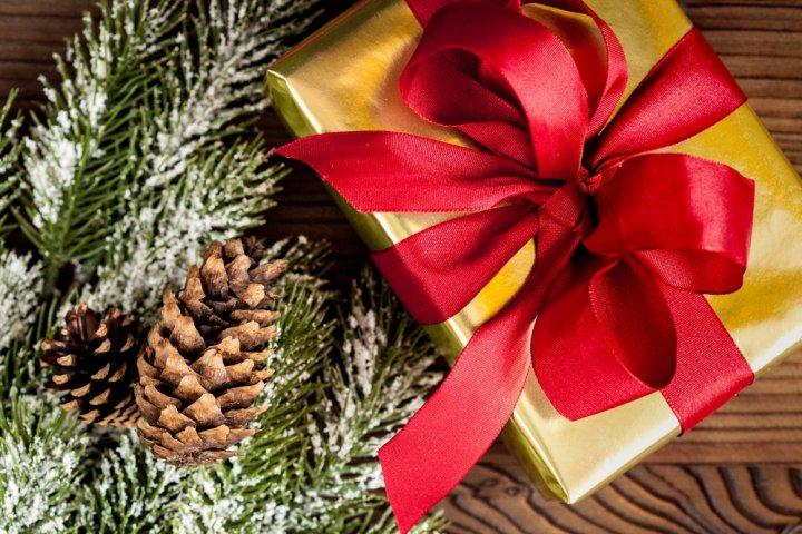 20代の夫に人気のクリスマスプレゼントランキング2019!財布やマフラーなど大特集