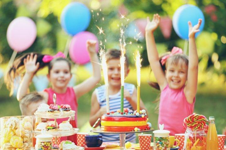 8~9歳・小学3年生の女の子に人気の誕生日プレゼントランキング2021!おしゃれグッズやままごとなどのおすすめを紹介