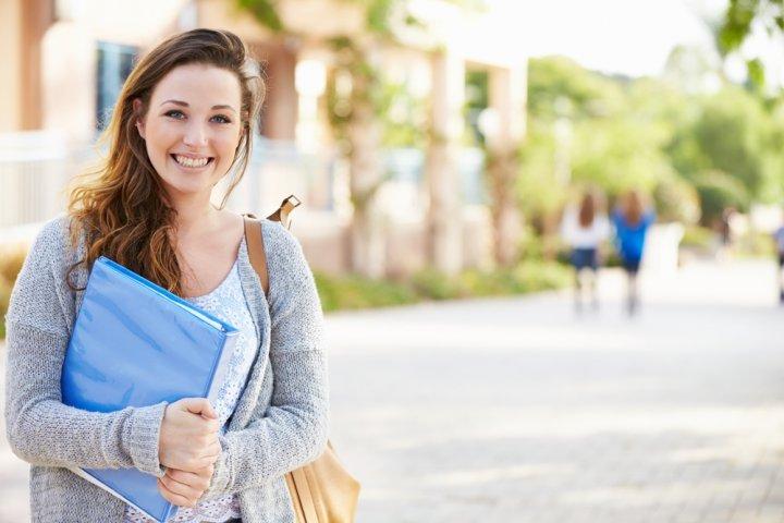女の子に喜ばれる大学の入学祝いプレゼントランキング2019!腕時計やバッグなどのおすすめを紹介