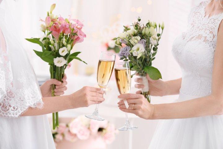"""女友達が感激する""""結婚祝い""""のメッセージ!使える文例リストやマナーも必見!"""