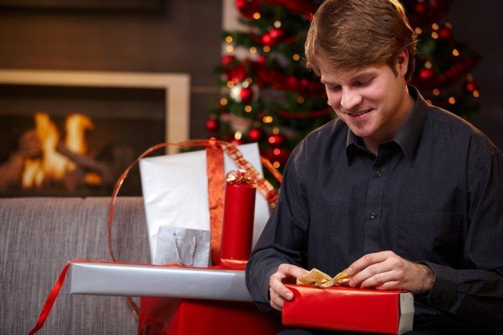 30代の男性に人気のクリスマスプレゼントランキング2019!マフラーやキーケースがおすすめ