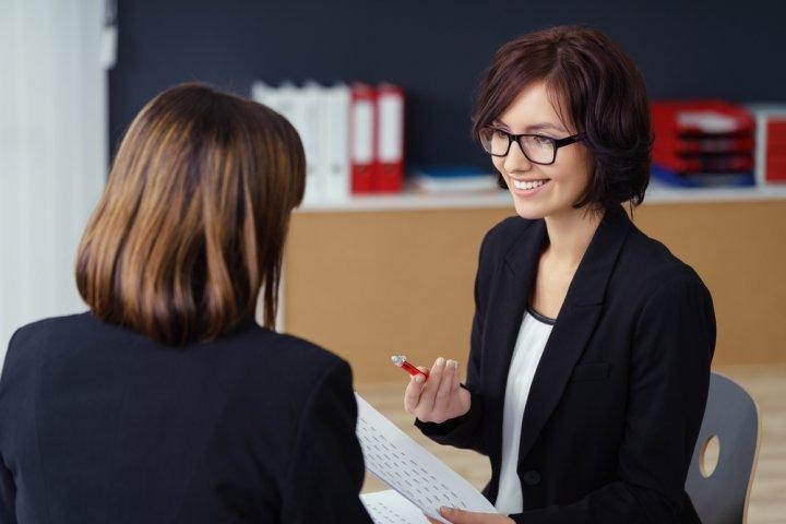 40代、50代、60代の女性上司に喜ばれる人気の誕生日プレゼント10選!予算相場やメッセージ文例も紹介