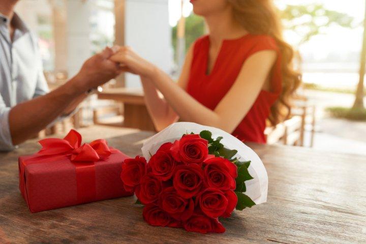 本当に喜ばれるプレゼントって?結婚記念日に妻に贈りたいプレゼント30選