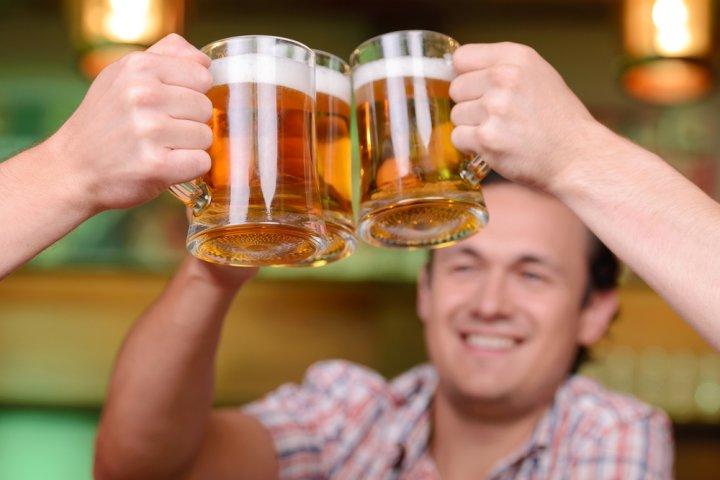 父の日に人気の似顔絵グッズ2020!お酒好きのお父さんには似顔絵入りのビールジョッキがおすすめ!