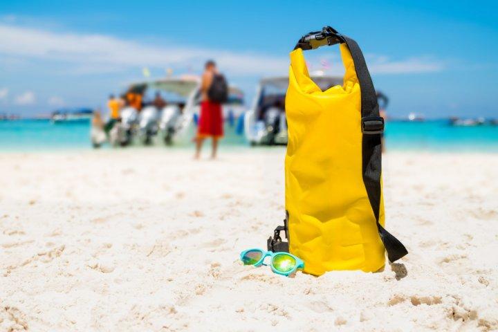 防水ショルダーバッグは男性へのプレゼントに大人気!釣り好きやアウトドア派におすすめのアイテム12選!