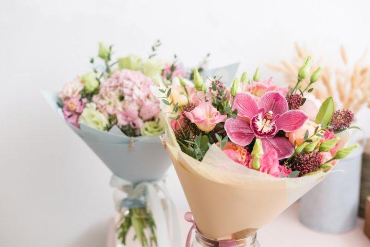 予算1000円程の花束は誕生日や送別会のプチギフトに最適!美しい生花や手入れの不要な造花のブーケが人気