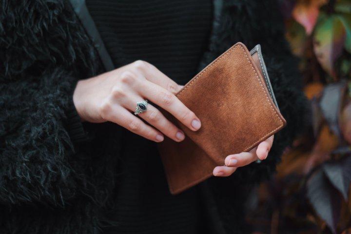 7a1db4b51e18 50代女性に人気のレディース二つ折り財布おすすめブランドランキング32選 ...