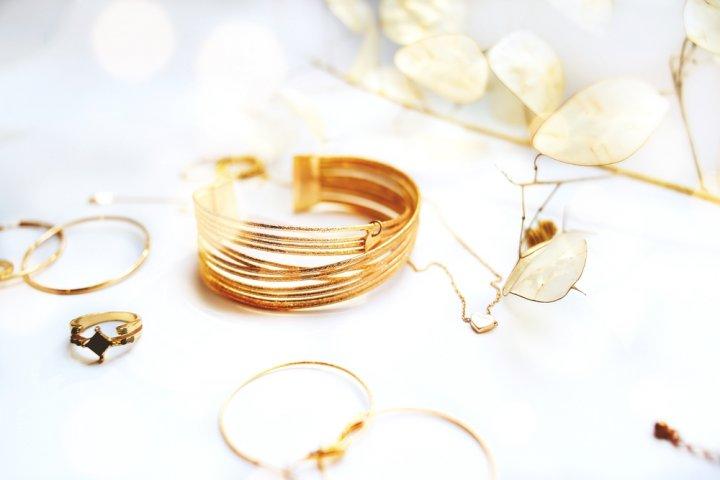 女性に人気のおしゃれなアクセサリー2021!プレゼントしやすいネックレスや指輪をご紹介