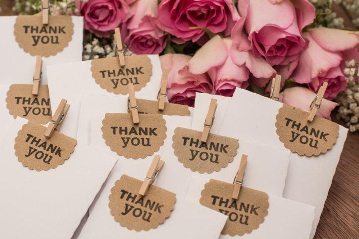 友達に喜ばれる結婚祝いのお返し・結婚内祝いプレゼントランキング2021!予算相場、メッセージ文例も紹介!