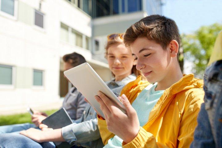 男の子に喜ばれる中学校の入学祝いプレゼント14選!人気ランキングやメッセージ文例も紹介