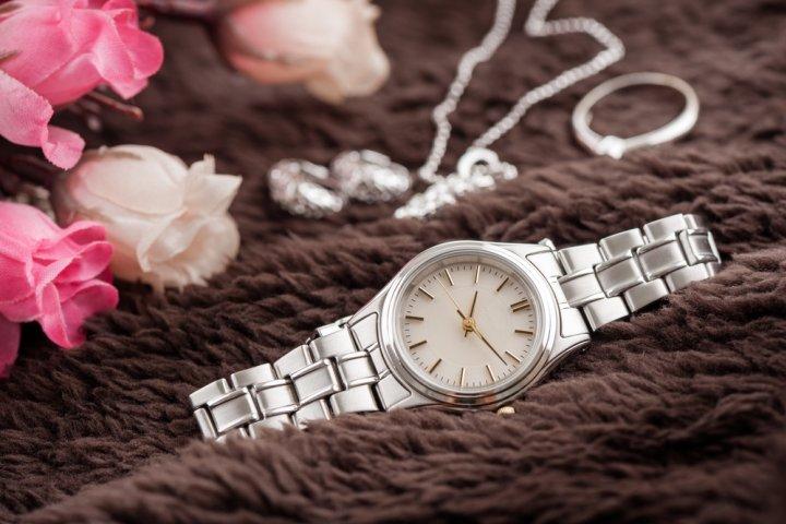 d38c070ec9 彼女、妻、母へのプレゼントに人気の腕時計 レディースブランドランキングTOP10