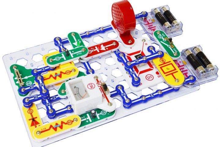 ブロックパーツで電子回路の実験ができる「【電脳サーキット】シリーズ」の開発秘話を紹介!|サイエンス玩具研究所