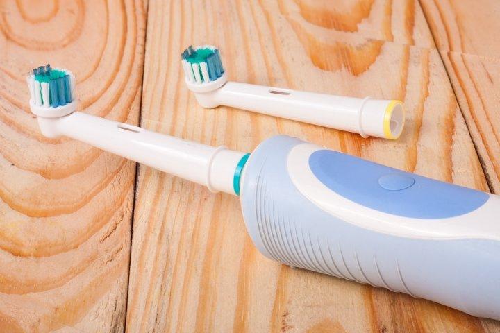 人気の電動歯ブラシ12選!オムロンやフィリップスなどのおすすめプレゼントを紹介