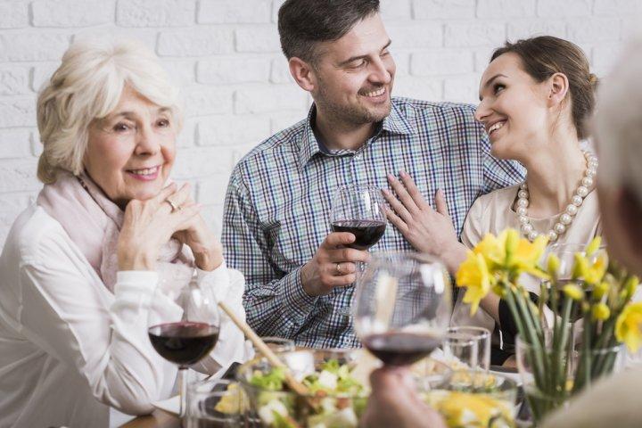 親戚に喜ばれる結婚祝いのお返し・結婚内祝いプレゼント10選!人気ランキングや予算相場、メッセージ文例も紹介