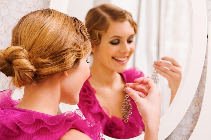 女性に人気の可愛いハートのフープピアス12選!ゴールドのシンプルデザインがプレゼントにおすすめ!