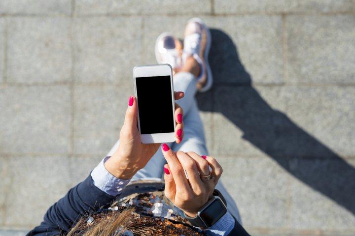花柄のiPhoneケースが女性に人気!大人可愛い手帳型のプレゼントもおすすめ