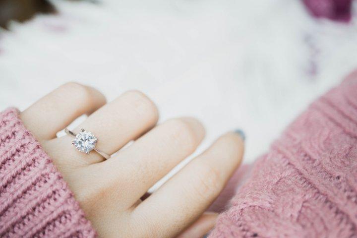 女性が注目するスワロフスキーの指輪特集!エタニティリングがおしゃれさで人気上昇中!