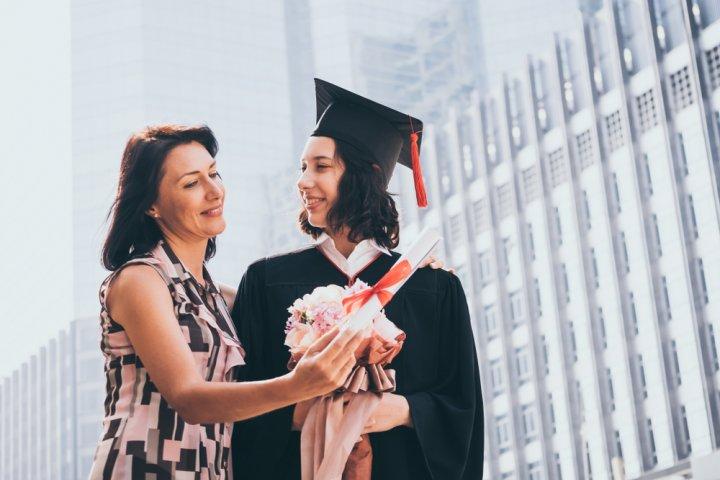 女性が喜ぶ卒業祝いのプレゼントおすすめランキングTOP15!名入れグッズが大人気【2021最新版】