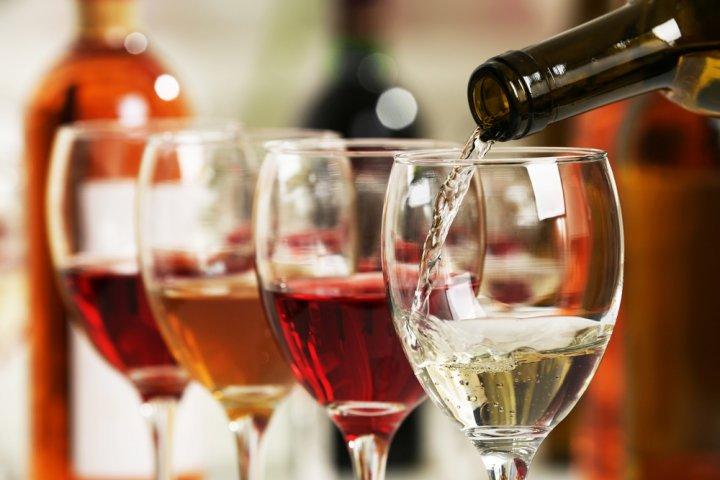 送別会で渡したい人気のお酒やワインのプレゼント2021!おしゃれな名入れボトルや飲み比べセットをご紹介!