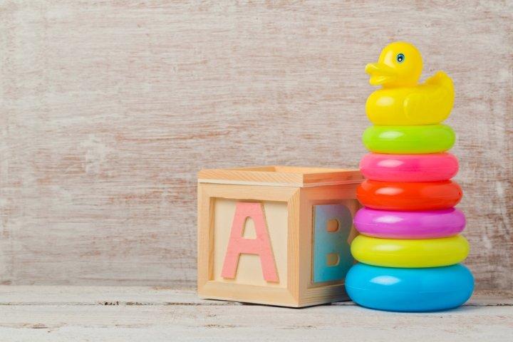 職場の後輩・部下の出産祝い 人気ランキング2021!ベビー服や知育玩具などのプレゼントをご紹介
