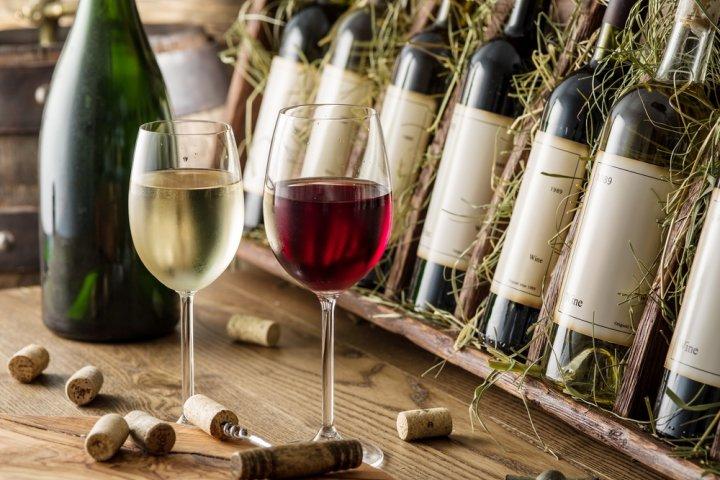 彼氏・旦那・父、男性の誕生日プレゼントに人気のワイン12選!名入れや辛口ワインなどがおすすめ