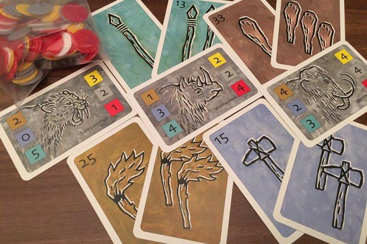 原始時代の狩人になって報酬獲得を目指す「ハントダウン」人気カードゲームの開発秘話とは?|ヘムズユニバーサルゲームズ株式会社