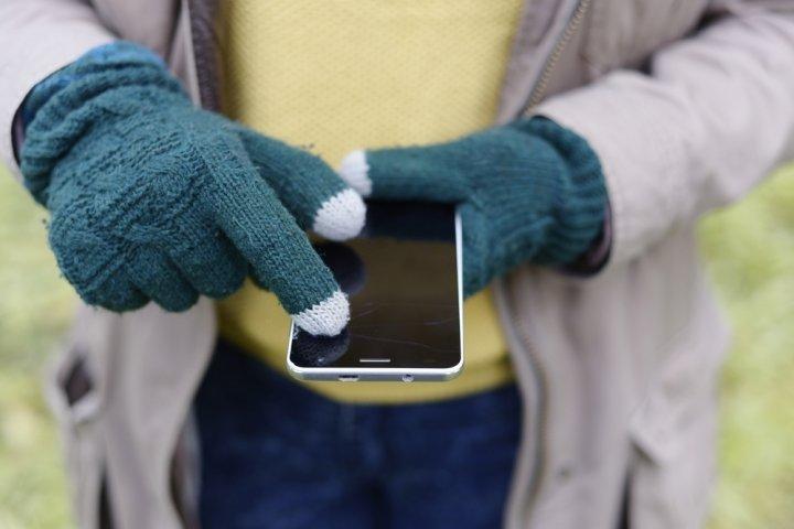 人気のスマホ用ブランド手袋ランキング2021!UGGやアディダスなどのおすすめプレゼントを紹介
