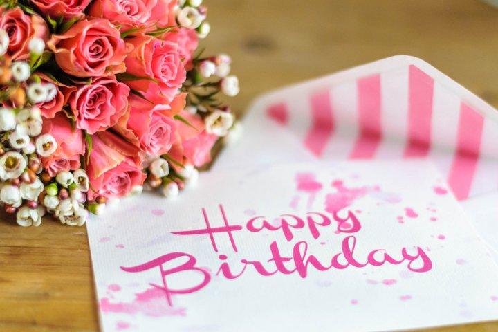 素敵な誕生日メッセージで妻に感動を!役立つ文例や書き方のポイントも要チェック!