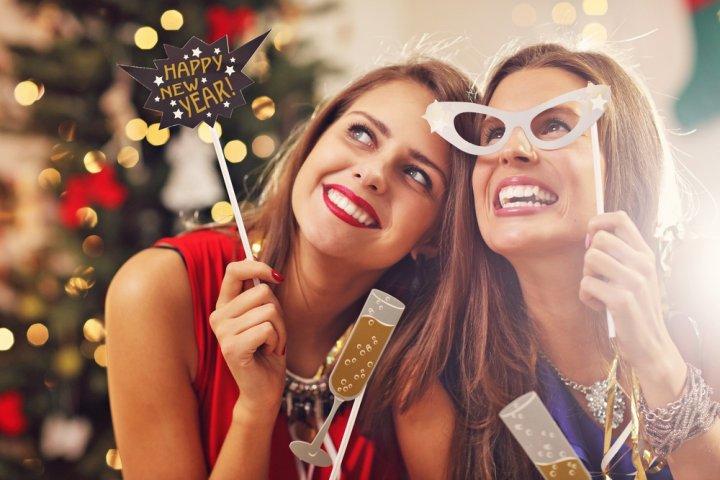 女友達が喜ぶ1万円のクリスマスプレゼントランキング2019!コインケースやシャンパンなどをご紹介