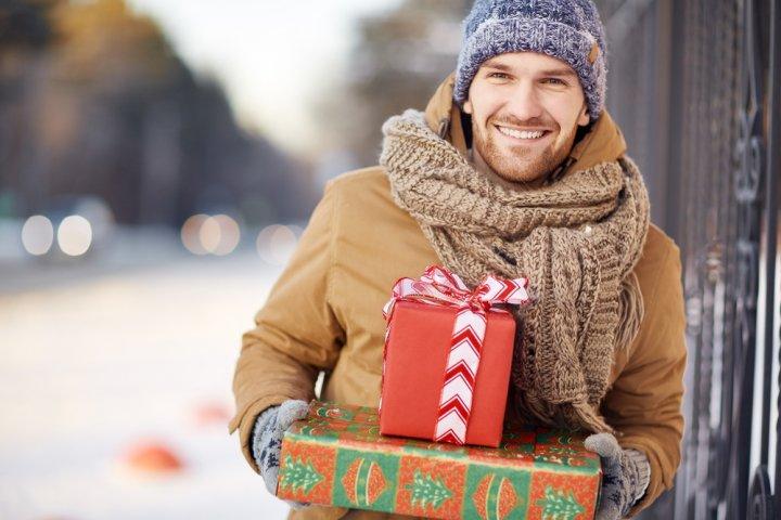 1万円で彼氏・旦那に喜ばれる人気のクリスマスプレゼント ランキング2019!キーケースや名刺入れをご紹介